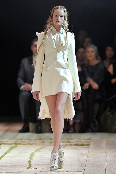 Alexander+McQueen+Runway+Paris+Fashion+Week+0_CJCgkZYaol