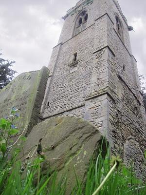 """Ash otthon, az """"Ivy Egyház alapja Szent Mária Magdolna templom tornya a Stony Stratford.  [Fotó: copyright Amelia Vincent 2013 Engedéllyel használva.]"""