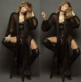Miley Cyrus Corsé Con Botas Altas