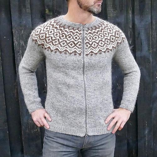 Chandail pour homme tricoté Gamallegur par Hélène Magnússon