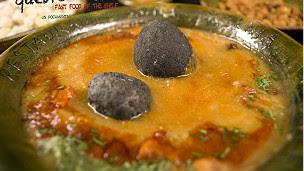 Sopa típica boliviana con piedra volcánica Kalapurka
