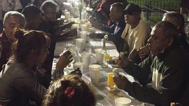 Anteayer, en Plaza de Mayo, hubo una comida para celebrar la llegada de la heladera
