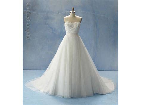 Please help me accessorize my Cinderella 205 wedding dress