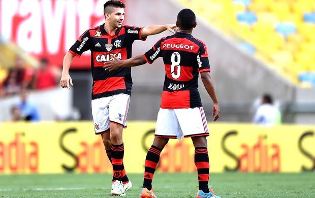 Mugni comemora gol do Flamengo contra o Coritiba (Foto: Getty Images)