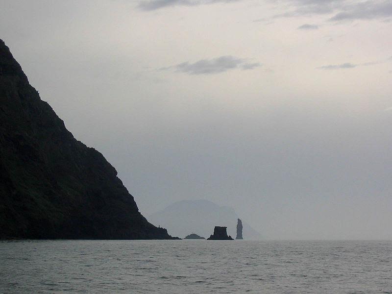 File:Filicudi from ENE, 'Scolgio della Fortuna' and 'Faraglione La Canna' rocks, Alicudi (Eolian Islands).jpg