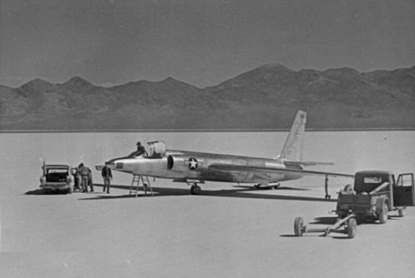 El venerable U-2 avión espía también deja la escena.