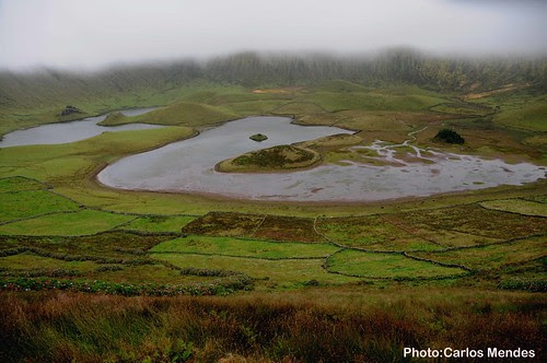 Lagoa Oeste do Caldeirão (ilha do Corvo)