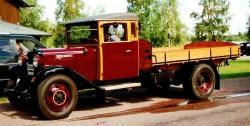 Gammal hederlig lastbil