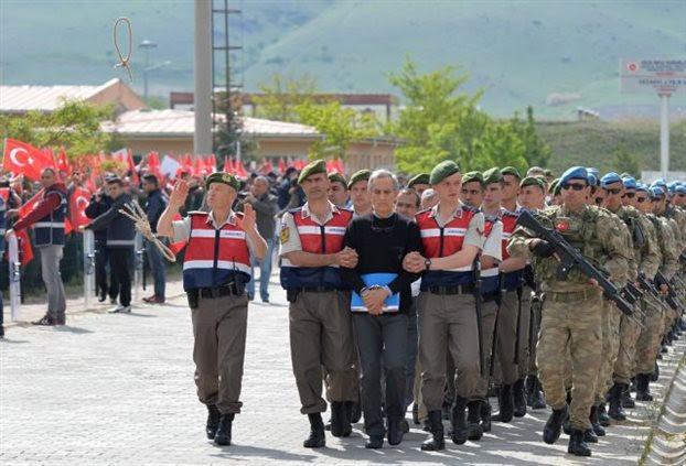 Ο αρχηγός των «Γκρίζων Λύκων» προειδοποιεί για εμφύλιο στην Τουρκία-Ετοιμάζουν νέο πραξικόπημα οι εθνικιστές; - Εικόνα3