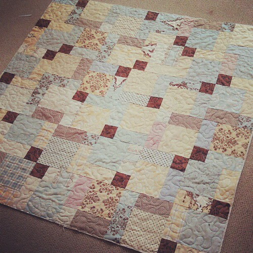 Sunday morning #quilting - a baby #quilt four a friend's daughter.  Nearly a finish!