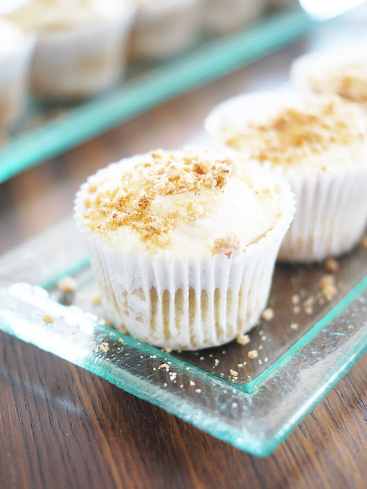Rhubarb Cupcakes topped with crumbles – A Snippet of Life