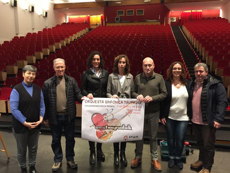 Presentación del concierto de la Orquesta Taupadak, en el escenario del C.C. Amaia.