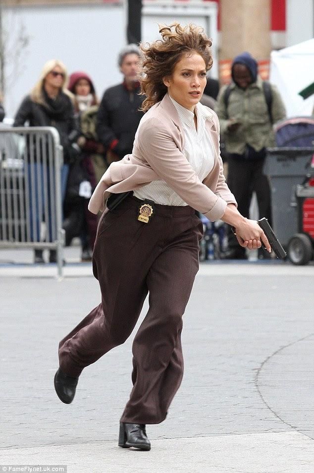 De volta para ela!  Jennifer tem sido ocupado ultimamente filmar a segunda temporada de seu drama policial, tons de azul (foto no set do show na semana passada em Nova York)