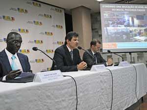 O diretor do Banco Mundial para o Brasil, Makhtar Diop, o ministro da Educação, Fernado Haddad e o Coordenador de Operações em Desenvolvimento Humano do Banco Mundial para o Brasil, Michele Gragnolati, divulgam estudo sobre avanços em educação no Brasil