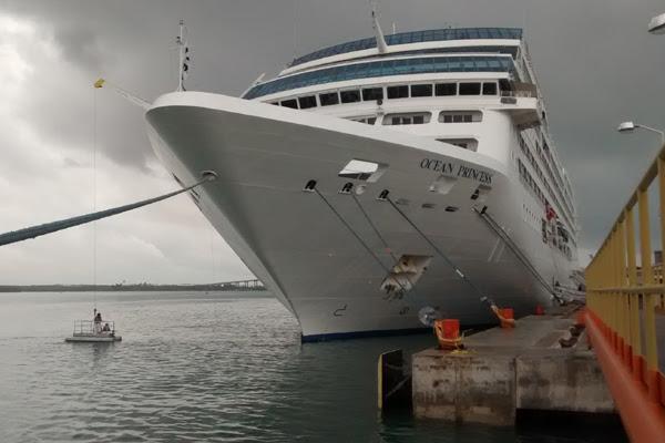 Navio fica na capital potiguar até às 16h, depois segue para o Rio de Janeiro