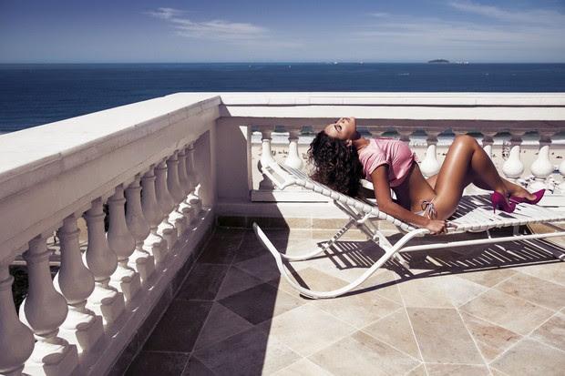 Débora Nascimento na revista VIP (Foto: Eduardo Rezende (S.D Mgmt)/Revista VIP)