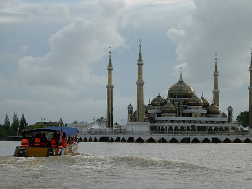 Tour boast near Crystal Mosque Terengganu