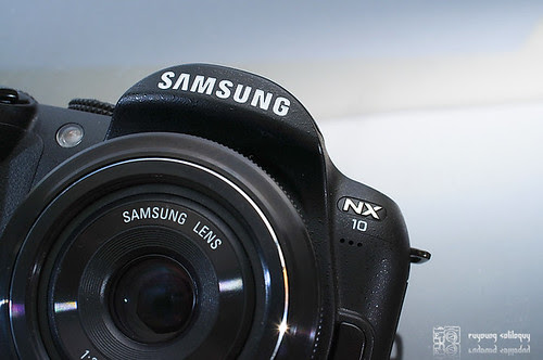 Samsung_NX10_exterior_02