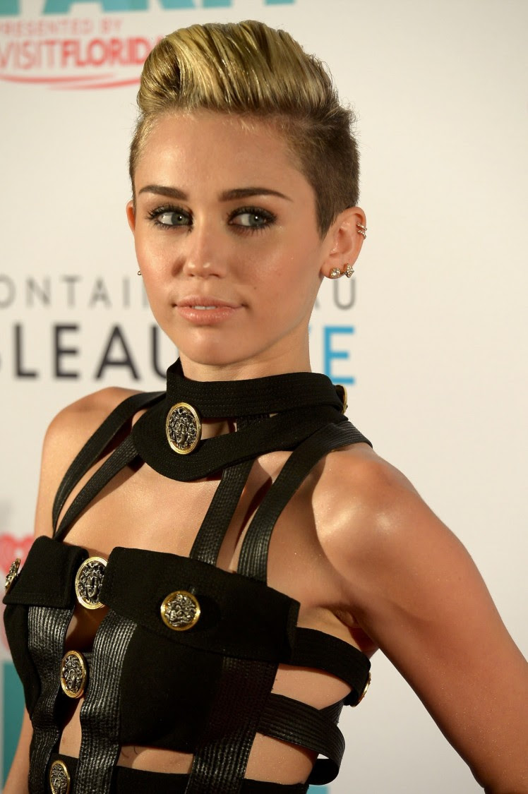 Miley-Cyrus-iHeart-Radio-Ultimate-Pool-Party-in-Miami-Beach-Pictures-Images-10