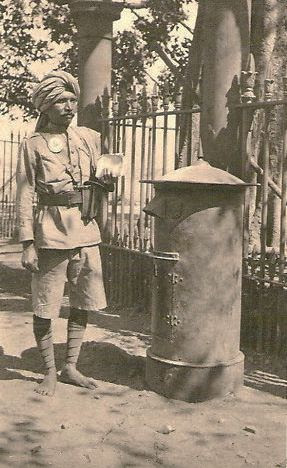 A postman photographed in Bombay, 1905. (Photo credit: Pinterest).