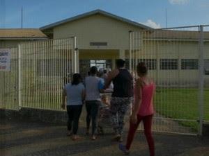 Aluna trouxe chumbinho para escolar e dividiu entre amigos (Foto: Reprodução/ TV TEM)