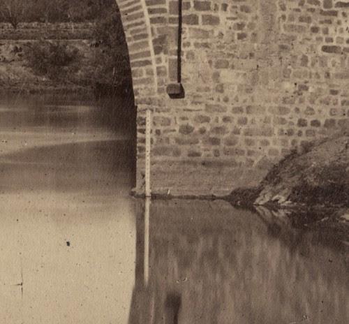 Barra para medir el nivel del Tajo en Alcántara. Fotografía de Jean Laurent. Frances Loeb Library, Graduate School of Design, Harvard University. H. H. Richardson Collection