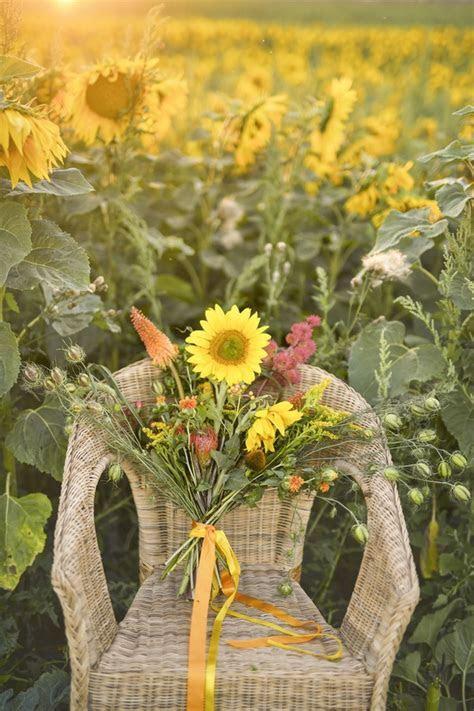 Sunflower wedding inspiration from 4lovepolkadots!   Deer
