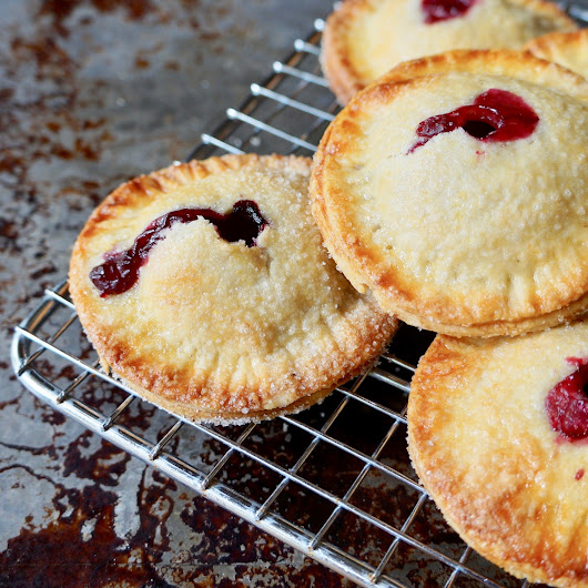 Summer Entertaining: Strawberry-Blueberry Hand Pies