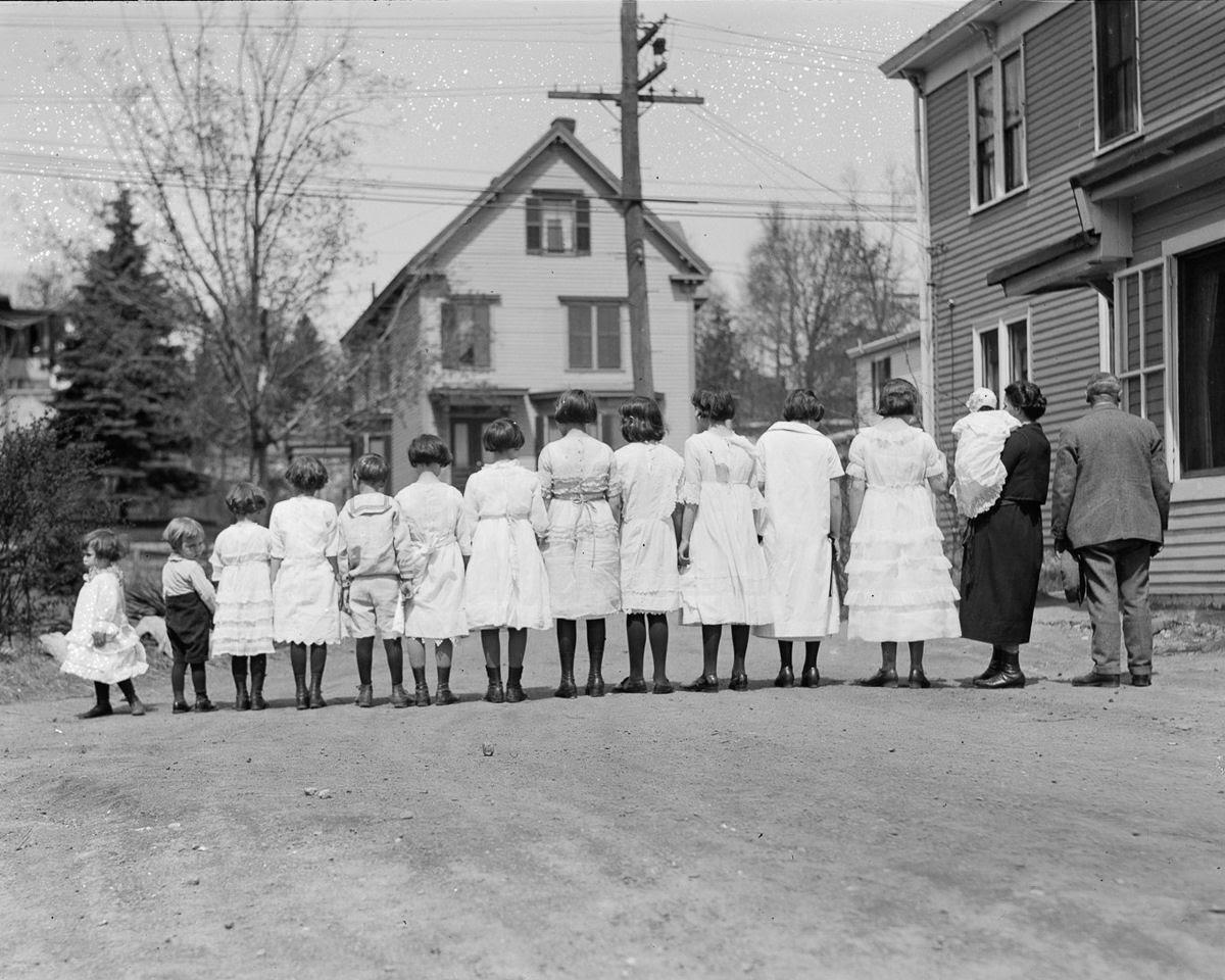 Como uma família com 13 filhos era empilhada em um carro em 1925 04