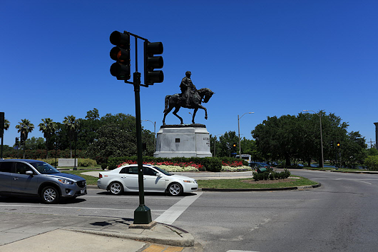 In bid to save Confederate statue, man sues New Orleans