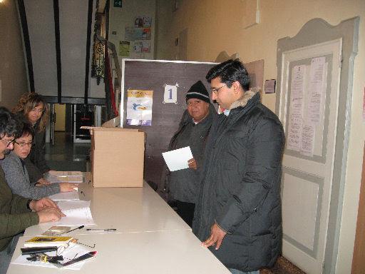 al voto presso il seggio