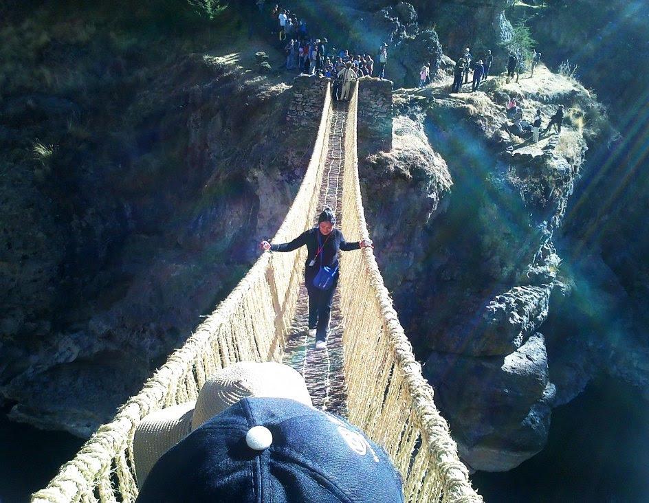 Un puente y sus rituales, patrimonio de la humanidad