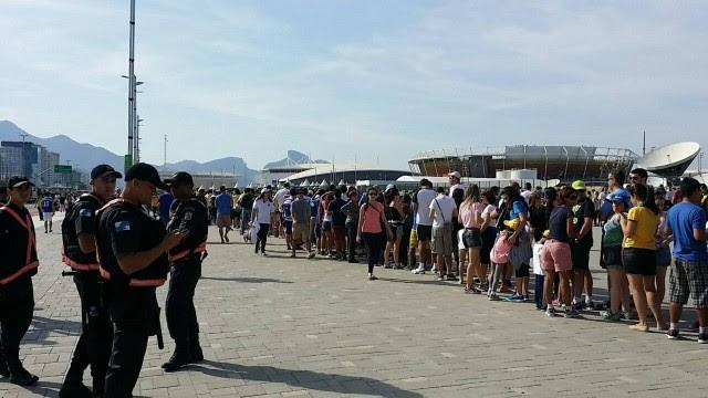 Torcedores reclamam de filas no Parque Olímpíco