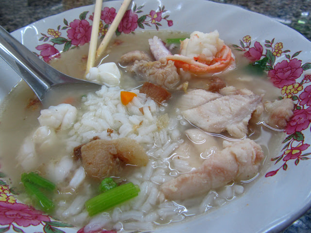 6640264631 400a0dca08 z Thai Breakfast: 13 of the Most Popular Dishes