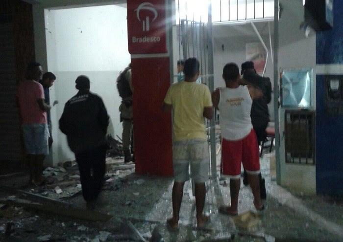 Populares foram ao local após explosão