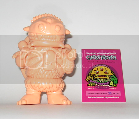 "Cheestroyer ""Bikkuriman"" Pin & Flesh Cheestroyer Vinyl - Bad Teeth Comics"