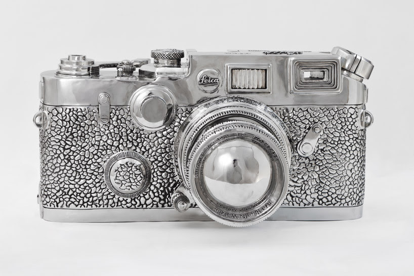 liao yibai sculpts large-scale stainless steel fake leica