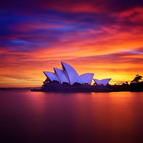 justbmarks:  The Sydney Opera House by Jørn Utzon at sunset   There are times I miss home.  This is one of them.