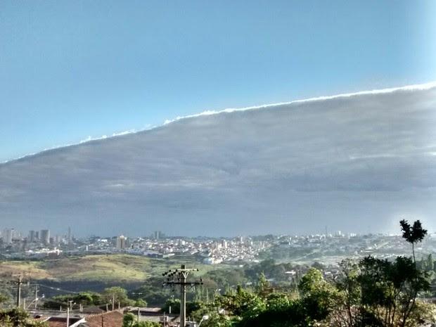 Nuvem gigante chamou a atenção em Marília (Foto: Edson Souza / Arquivo Pessoal)