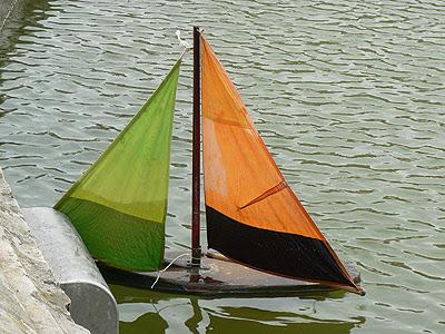 bateau orange.jpg