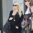 Jessica Simpson Loves Dressing In Black While Pregnant | Celeb Baby Laundry