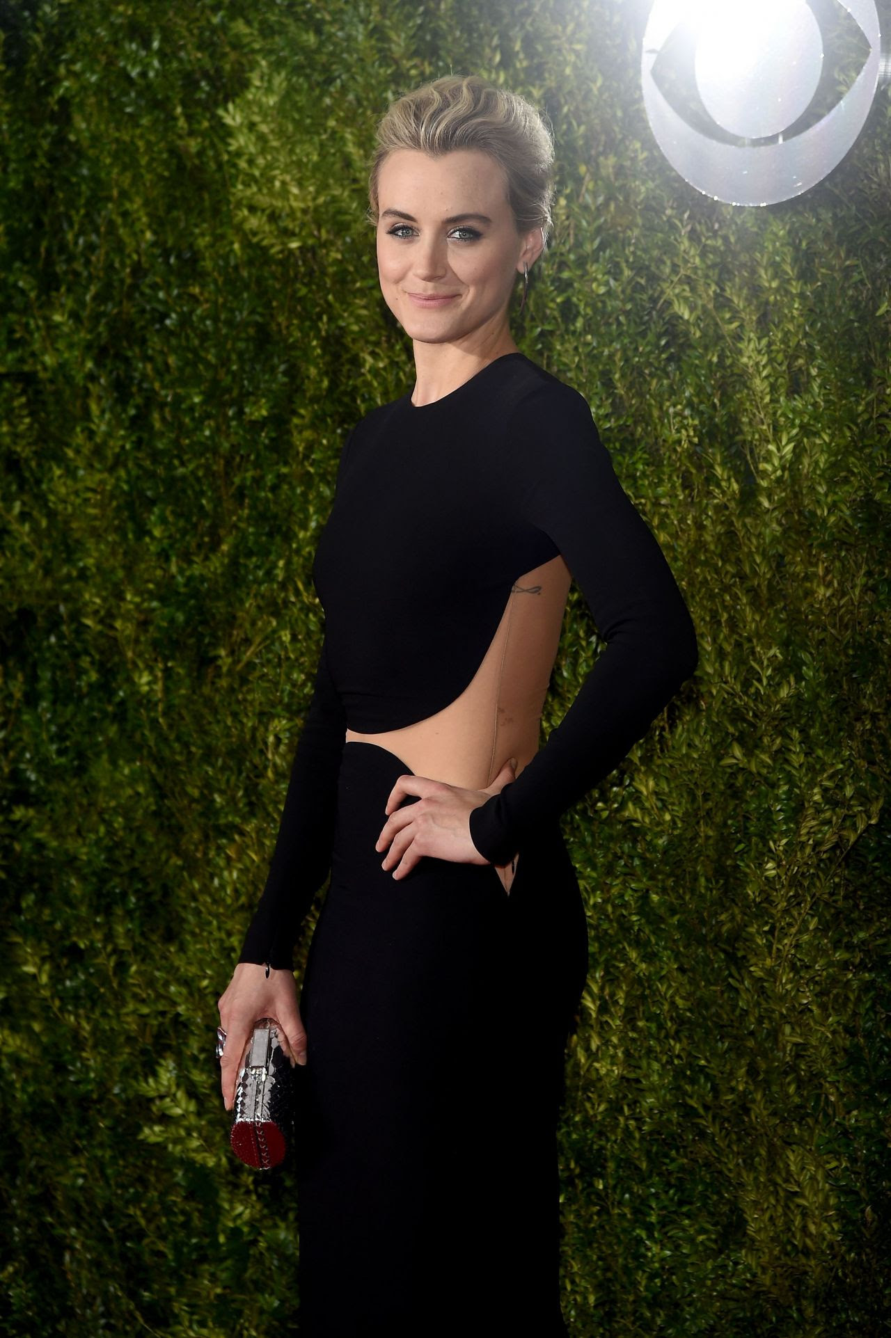 http://fashionsizzle.com/wp-content/uploads/2015/06/taylor-schilling-2015-tony-awards-in-new-york-city_5.jpg