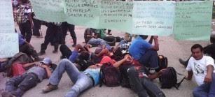 El pueblo Q'eqchi' alza su voz en diferentes puntos para exigir justicia. Foto: Rigoberto Ordóñez