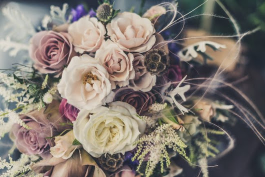 Choosing the colour theme of your Wedding - Champagne and Petals
