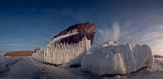 Παγωμένη λίμνη Baikal στη Σιβηρία (18)