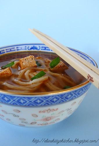 Cantoon noodle and tofu sup