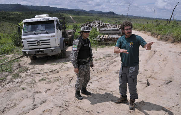 Agentes de la FUNAI en Brasil. Los equipos de campo trabajan a tiempo completo para mantener a los invasores fuera del territorio de los indígenas aislados, pero esta protección de vital importancia podría desaparecer.