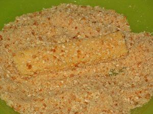 вывалять сыр в сухарях