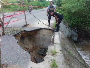 Carreteras de nueve ciudades están bloqueadas o restringuidas