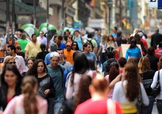 População do Brasil supera 213,3 milhões de habitantes, estima IBGE